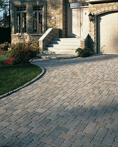 A modern driveway style can improve the curb appeal of your house. Some of the most popular types of modern driveway products in usage for high-end houses Modern Driveway, Diy Driveway, Block Paving Driveway, Stone Driveway, Driveway Design, Driveway Landscaping, Driveway Ideas, Outdoor Patio Pavers, Concrete Pavers