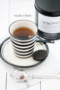 black tea / black and white living / stripes