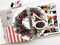 Theme Idea: Wreaths in your December Daily (Paper & Spool) Christmas Mini Albums, Christmas Journal, Christmas Scrapbook, Christmas Minis, Christmas Countdown, December Daily, Diy And Crafts, Paper Crafts, Easy Day
