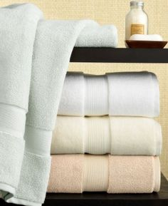 How to fold a towel perfectly Best Bath Towels, Bath Towel Sets, Bathroom Towels, Hand Towels, Master Bathroom, Home Staging, Hotel Collection Towels, Smelly Towels, Designer Friends