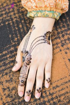 Simple Mehndi Design for Hands   #arabicmehndidesigns #arabichennadesign #mehndidesignssimple #mehndidesigns2019 #mehndidesigns2020 #latestmehndidesigns #simplehennadesigns #mehndidesignseasy #mehndidesignforhandssimple #bridalmehndidesigns Mehndi Designs Finger, Arabic Henna Designs, Mehndi Designs For Fingers, Latest Mehndi Designs, Bridal Mehndi Designs, Simple Mehndi Designs, Traditional Tattoo Old School, Traditional Tattoo Flash, Henna Bein Tattoo
