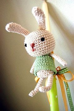 easter candle - ok, so this seems a little like the bunny is about to be burned at the stake, but take away that aspect, and he's a cutey Easter Crochet, Crochet Bunny, Love Crochet, Crochet Animals, Crochet Yarn, Crochet Toys, Sewing Crafts, Diy Crafts, Bunny Crafts