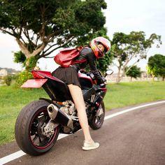 Catch up if you can - @e19910901 - #AsianGirlRider #GirlsWhoRide #GirlsThatRide #BikerGirl #BikeLife #Motorbike #Motorcycle #Taiwan #Aprilia #RSV4R #Vemar #ApriliaTaiwan #亞洲女騎 #重機 #重車 #電單車 #大型二輪 #オートバイ #모터사이클 #Motosikal #xegắnmáy #motorsiklo #sepedamotor #จักรยานยนต์ #мотоцикл