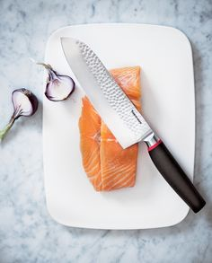 Cook with confidence using our Pure Santoku Knife! The sharp edges and well-balanced grip are perfect for chopping, dicing and mincing. #Tupperware