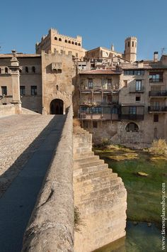 Valderrobres World Photo, Romanesque, Travel Around, Beautiful World, Places To Visit, Mansions, House Styles, Amazing, Travelling