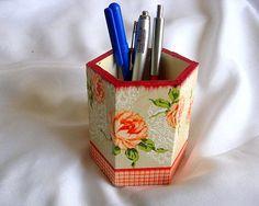 Accesoriu birou, suport creioane si pixuri decorat cu model floral