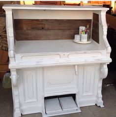 An old pump organ I made into a desk (Collectic chica)
