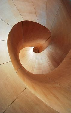 Staircase at the Art Gallery of Ontario, Toronto, Canada, Frank Gehry, Renovations. Photo by Johanna Hoffmann, via Flickr (05/05/2009) http://www.flickr.com/photos/26948588@N06/3524413944/in/photostream/