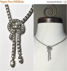 I present today this beautiful vintage sterling silver and rhinestone necklace from Otis! This lovely necklace is constructed entirely of