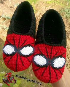 – Bebek patik strickjacke babysach… Pas de description d'image. Crochet Slipper Boots, Crochet Slipper Pattern, Crochet Baby Boots, Crochet Shoes, Crochet Slippers, Crochet Crafts, Crochet Projects, Free Crochet, Knit Crochet
