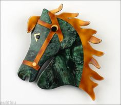 LEA-STEIN-LARGE-FIGURAL-MARBLE-GREEN-HORSE-HEAD-BROOCH-PIN-FRENCH-PLASTIC-PARIS