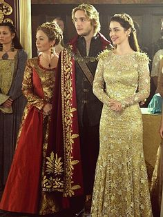 Reign Season 2 Episode 5 Blood for Blood. Jesus mother of Mary when she stomps in wearing this dress. Adelaide Kane, Reign Season 2, Serie Reign, Reign Fashion, Women's Fashion, Marie Stuart, Reign Tv Show, Reign Dresses, Queen Mary