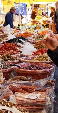 Browse the local markets in #Italy ... get that code going and have a great summer! :)