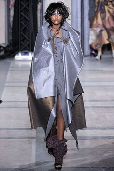 Vivienne Westwood - Fall 2009 Ready-to-Wear - Look 4 of 56