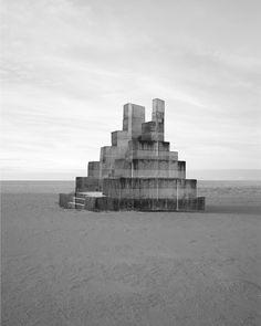 Stevig beton op fragiel karton - Noémie Goudal - NEW DAWN