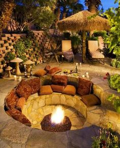 DIY fire pit designs ideas - Do you want to know how to build a DIY outdoor fire pit plans to warm your autumn and make s'mores? Find inspiring design ideas in this article. Backyard Seating, Backyard Patio Designs, Backyard Projects, Backyard Landscaping, Backyard Ideas, Firepit Ideas, Landscaping Ideas, Garden Seating, Backyard Plants