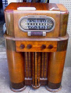 1934 3/4 RCA Victor Console Tube Radio
