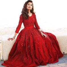 #olafarahat looking gorgeous in this Faraz Manan outfit #hautecouture#Red#farazmananofficial#florencedresses! For order and inquiries please Email us farazmananofficial@hotmail.com Pinned by Zartashia