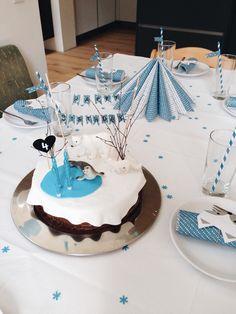 Polar-Birthday-Cake Polartiere Geburtstagstorte für den Kindergeburtstag mit Polartieren. Eisbär, Robbe, Polarfuchs und Co. Fondanttorte, Sachertorte Animal Birthday, Baby Birthday, Birthday Ideas, Ocean Themes, Cake Table, First Birthdays, Party, Arctic, Desserts