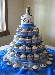 White & blue wedding cupcakes...I like the design in black on the cupcakes