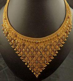 Dubai Gold Jewelry, Gold Jewellery Design, Diamond Jewellery, Gold Jewelry Simple, Gold Earrings Designs, Jewelry Patterns, Bridal Jewelry, Uncut Diamond, Band