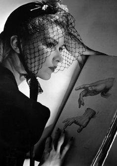 Lisa Fonssagrives in a little black skull cap by Talbot.  Photo by Horst P. Horst, 1939.