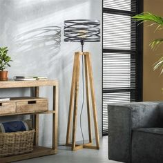 This Watson floor lamp ' has a hood in the form of a spiral with a diameter of 41 centimeters. The Watson floor lamp is provided with a wooden base. Industrial Floor Lamps, Industrial Ceiling Lights, Industrial Table, Drop Lights, Ladder Decor, Nashville, Table Lamp, Led, Design
