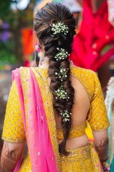 Beautiful Goa Wedding With Bride In Stunning Outfits Destination weddings always hold a special place in our heart, and Nitya & Krishna's fun celebration is just another proof. Nitya wore some gorg outfits, mixing up traiditional (with colours) with co. Easy Wedding Guest Hairstyles, Bridal Hairstyle Indian Wedding, Bridal Hair Buns, Bridal Hairdo, Wedding Hairstyles For Long Hair, Wedding Updo, Goa Wedding, Wedding Makeup, Bridal Makeup