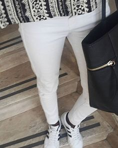 Just another manic monday #fashion #blogger #fashionblog #fashionblogger #style #look #outfit #outfitoftheday #summer #summerlook #ootd #whatimwearing #adidas #white #sneakers