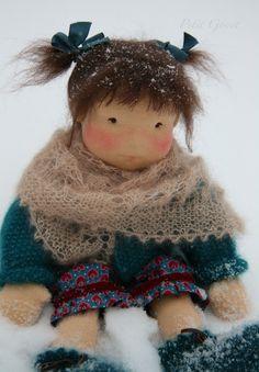 Angora shawl for Waldorf style doll by Petit Gosset Doll Toys, Baby Dolls, Waldorf Toys, Doll Tutorial, New Dolls, Knitted Dolls, Soft Dolls, Diy Doll, Fabric Dolls