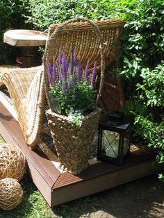 Enjoy a moment of pure relaxation on a mini sun #deck: http://www.1-2-do.com/de/projekt/MINI-Sonnenterrasse/anleitung-zum-selber-bauen/12774/