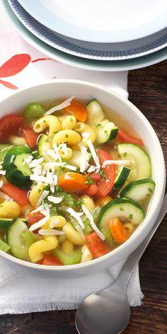Du sucht eine leckeres Eintopf Rezept? Dieser vegetarische Gemüseeintopf ist nicht nur sehr sättigend sondern auch unheimlich lecker.