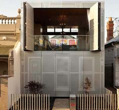 Built between two Victorian homes, the use of operable walls, doors, curtains and glass walls enables the occupants to change the experience and environment. This architectural manipulation of space blurred the boundaries between inside and outside, the public and private realm. The manipulated spaces overlapped and borrowed the amenity and context of its surrounding environment.