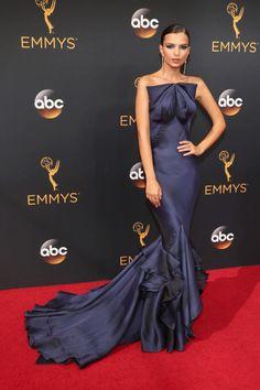 Emily Ratajkowski at the Emmy Awards 2016 wearing Zac Posen. A totally stunning red carpet look.