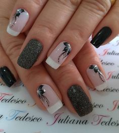La imagen puede contener: una o varias personas y primer plano Bridal Nails Designs, Acrylic Nail Designs, Nail Art Designs, Acrylic Nails, Elegant Nail Designs, Elegant Nails, Stylish Nails, Rose Nails, Flower Nails