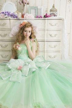 ウエストについたリボンがキュート♡グリーンの花嫁衣装・ウェディングドレスの参考一覧まとめ♪