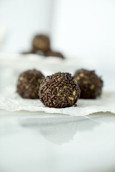 Easy 3 Ingredient Creamy Peanut Butter Truffles