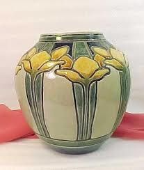 Newcomb Pottery - Arts & Crafts