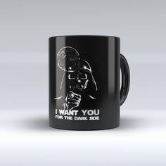 Caneca Star Wars Darth Vader I Want You For The Dark Side:    Caneca de porcelana de alta qualidade. 320 ML. Pode ser levada ao microondas e lava-louças. Não trinca nem desbota.  CONSERVAÇÃO: Para lavagem manual, utilizar água, detergente e esponja macia. Acompanha embalagem.  Prazo de produção: até 3 dias.  Imagens ilustrativas. Podem haver variações de cores no produto final.