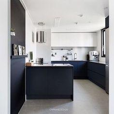 포세린타일, 투톤싱크대, 구로철판으로 꾸며진 군더더기 없는 깔끔한 주방, 연휴끝 이제일합시당...#주방인테리어#구조변경#인테리어#타일#주방#키친#리빙#인테리어회사#아파트인테리어#리모델링#인테리어디자이너#아파트리모델링#카민디자인 Kitchen Interior, Kitchen Design Small, Small Kitchen, Contemporary Kitchen, Home Decor, Kitchen Dining, Home Kitchens, Open Plan Kitchen Diner, Kitchen Design