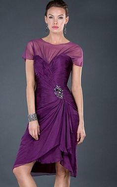 Favodresses.com is a professional women's dresses online shop,where you can find your favourite Sexy Sheath Knee-length Lilac Dress.