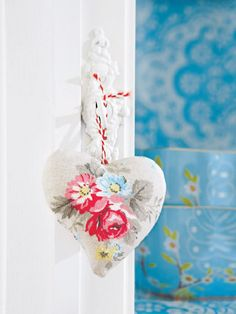 Needlepoint, petite stitch wohnidee.wunderweib.de via Tumblr