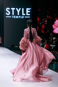 Fashion Show Red Stylish Clothes, Fashion Show Themes, Fashion Show Party, Fashion Show Collection, Vogue Fashion, Runway Fashion, Chanel Fashion, Pink Fashion, Fashion Show Invitation, Corset Costumes