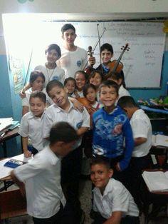 #05I02 #JuanGriego Gleydimar, Gabriel y Juan al concluir su presentación en el Colegio Juan Griego #ElSistemaCumple40
