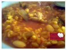 El arroz con habichuelas es un plato típico murciano, las habichuelas es el nombre que reciben las judías blancas en Murcia. Espero que ...