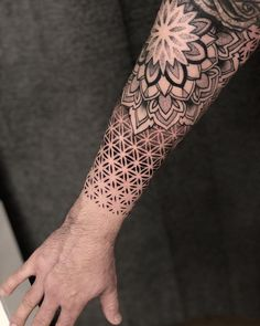 Ideas Tattoo Mandala Dotwork Geometric Patterns Best Picture For Tattoo Pattern vintage For Your Taste You are looking for something, and it is going to tell you exactly what you are looki Mandala Tattoo Design, Dotwork Tattoo Mandala, Mandala Tattoo Sleeve, Geometric Sleeve Tattoo, Forearm Tattoo Design, Sleeve Tattoos, Unalome Tattoo, Geometric Tattoos Men, Tattoo Designs
