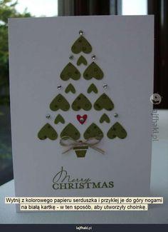 Ręcznie robiona kartka bożonarodzeniowa - Wytnij z kolorowego papieru serduszka i przyklej je do góry nogami na białą kartkę - w ten sposób, aby utworzyły choinkę.