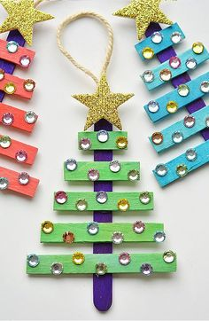 15 Dollar Store Christmas Crafts- You can decorate your home for Christmas even if you're on a tight budget! Check out these 15 frugal dollar store Christmas crafts! Stick Christmas Tree, Easy Christmas Ornaments, Dollar Store Christmas, Christmas Crafts For Kids, Christmas Projects, Holiday Crafts, Christmas Activities, Christmas Diy, Christmas Child