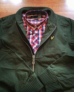 Z cyklu Wasze zamówienia, Filip wybrał kurtkę w stylu Monkey Jacket Lyle & Scott oraz koszule Merc London Arista. Świetny zestaw!   https://col.com.pl/sklep/koszula-z-dlugim-rekawem-merc-london-arista-czerwona.html  https://col.com.pl/sklep/kurtka-lyle-scott-bomber-jacket-oliwkowa.html  #lyleandscott #merc #merclondon #casual #casualwear #monkey #monkeyjacket #szwedka #koszula #buttondown #yourorders #wasze_zamowienia