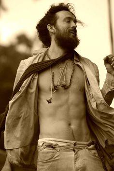 Alex Ebert ,hottest dirty hippie ha whom I love, <3 (Edward Sharpe & the magnetic Zeroes)